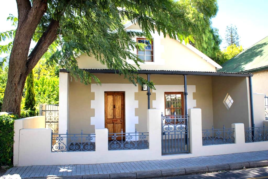 Renovated Coach House in mountainous wine area. - Montagu - House