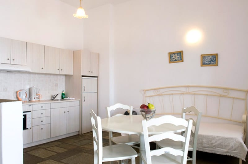 A well designed and fully equipped open plan kitchen for nice holidays!