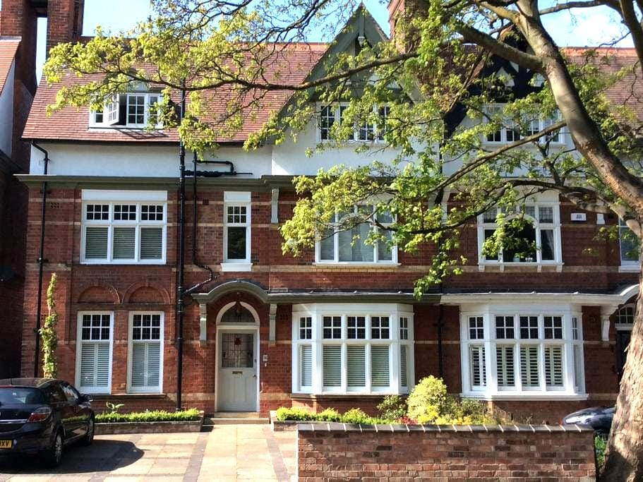 En-suite double with parking - Leicester - Reihenhaus