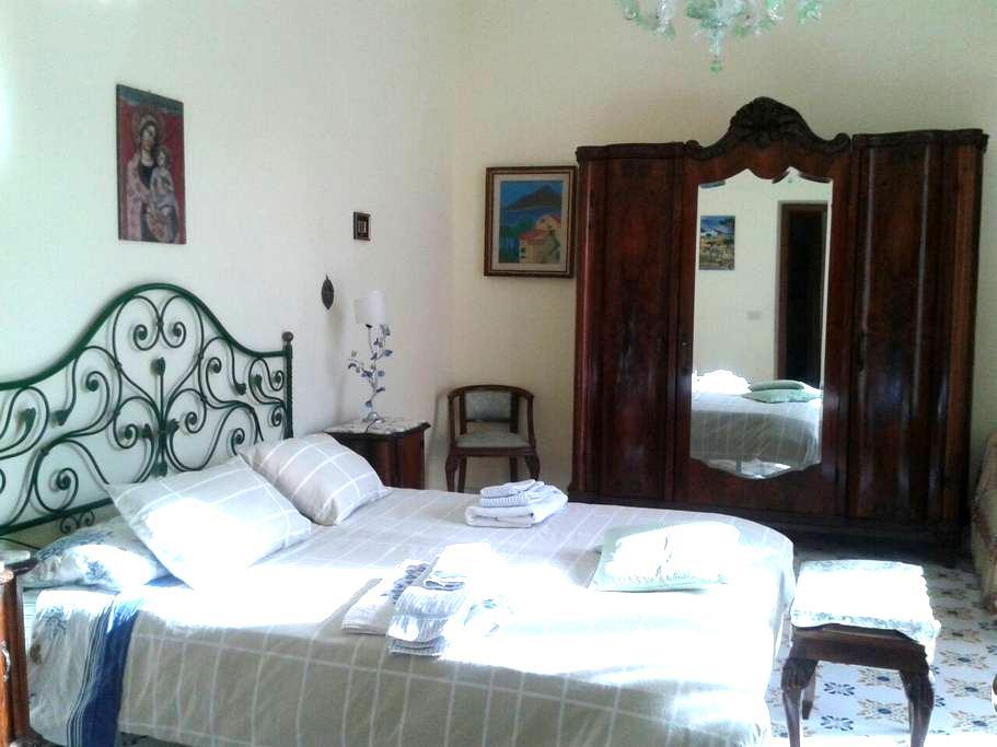 room-breakfast near Sorrento B&BAP - Piano di Sorrento - Bed & Breakfast