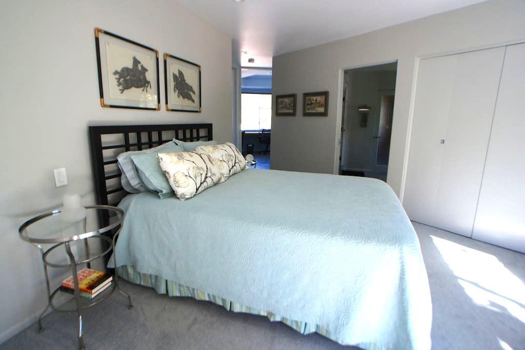 Mid-Century guest house retreat w/ pool and sauna - Glendale - Casa de huéspedes
