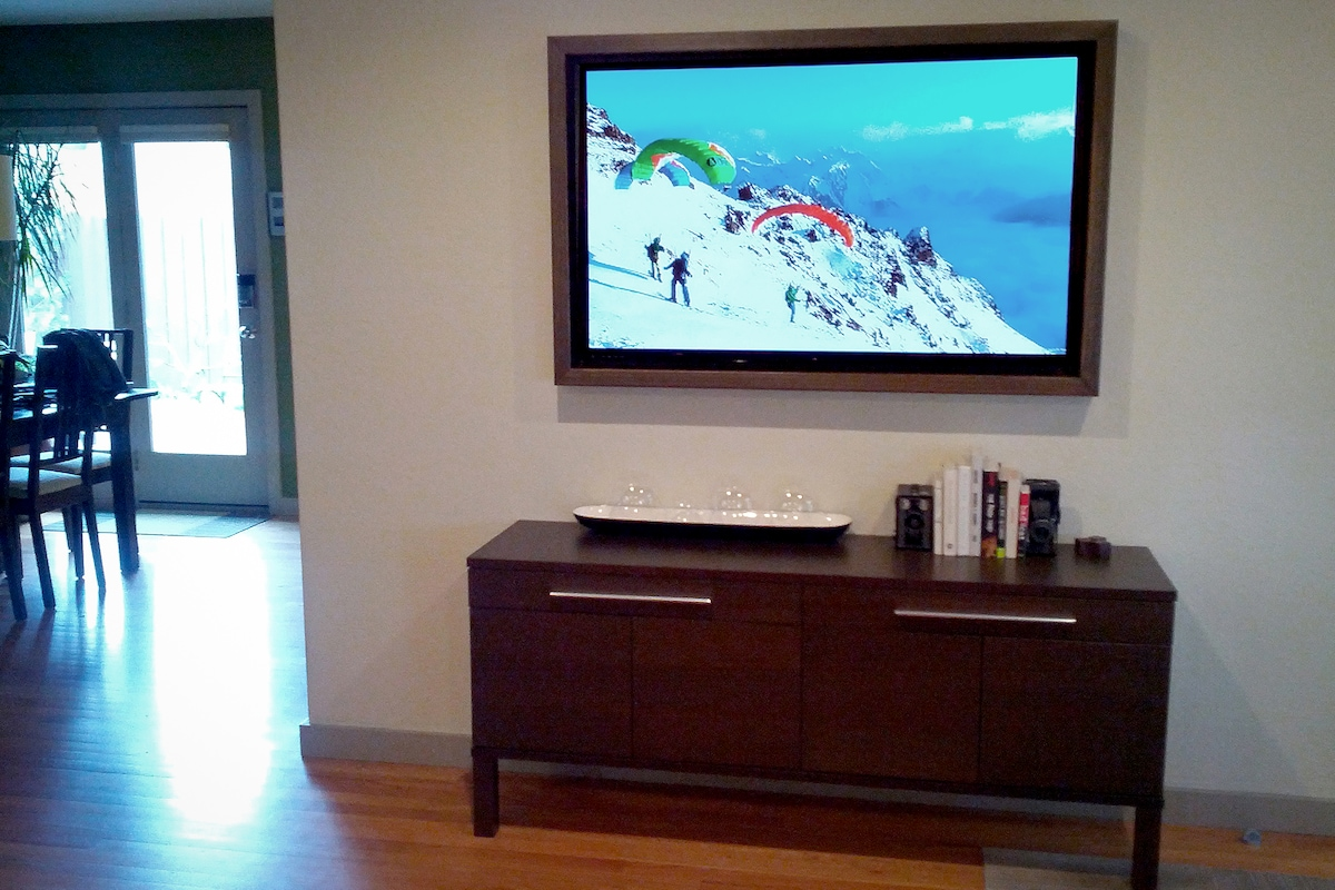 50 inch flat panel TV with Roku for playing games, or watching your favorite Netflix movie or TV show.