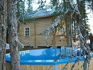 Enjoy a bath in the outdoor hot-tub