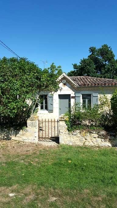 Villa gascogne de 1836 dans le Gers - Homps - วิลล่า