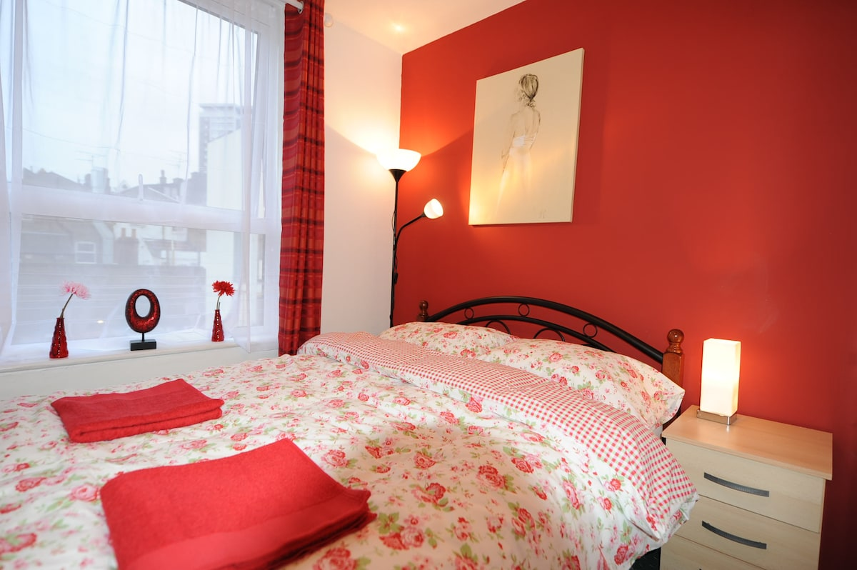 Dbl Room-Egware Rd, Oxford St, IB1