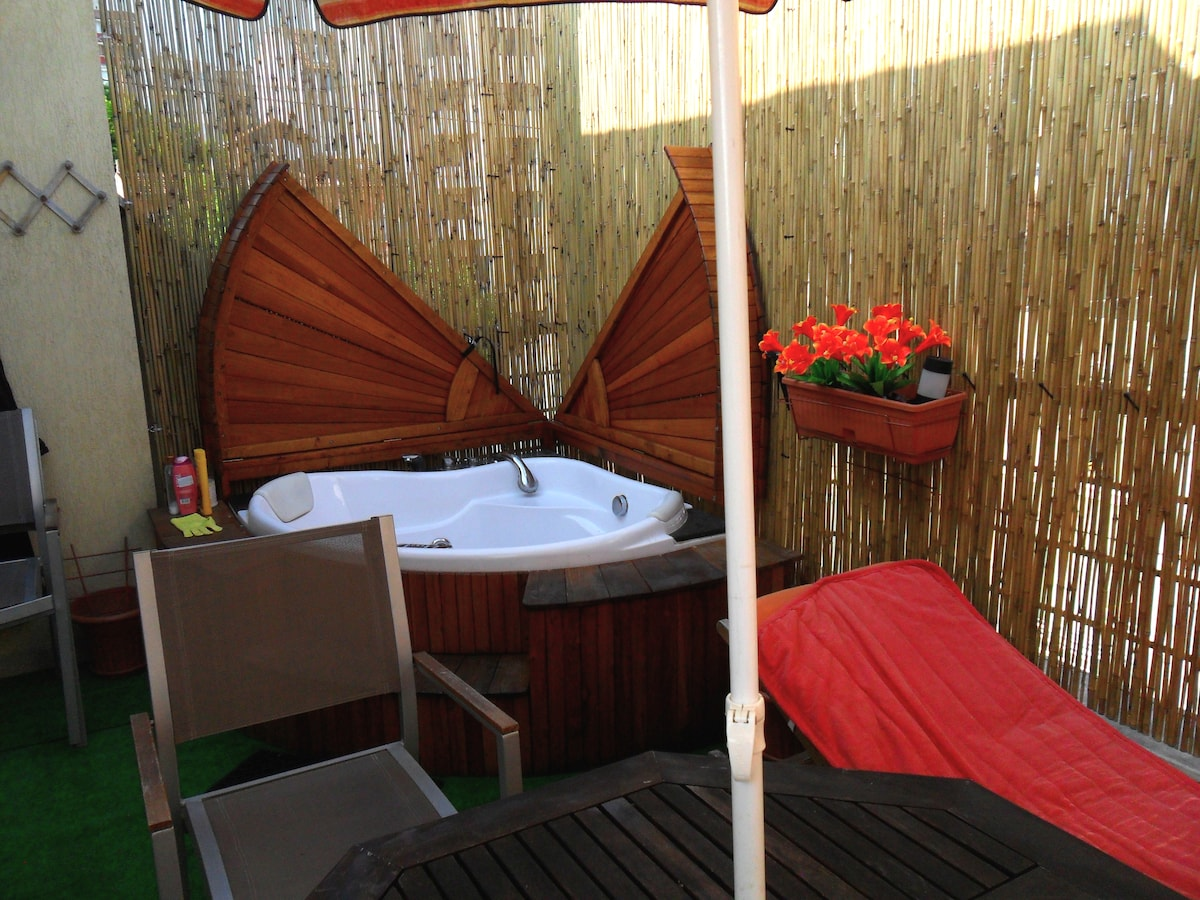 Varna penthouse studio. Jacuzzi on the terrace!!!