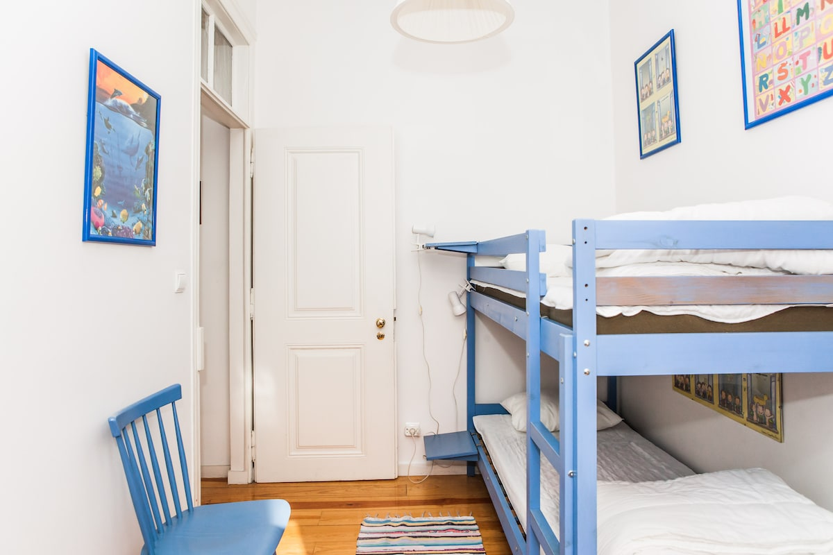 Quarto com beliche / Bunk bed(room)
