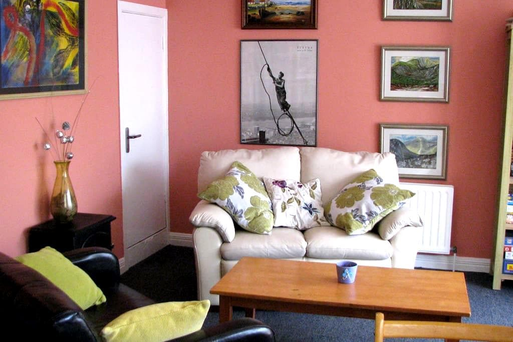 2 Bedrooms with Private Entrance & Conservatory. - Castlebar - Dům