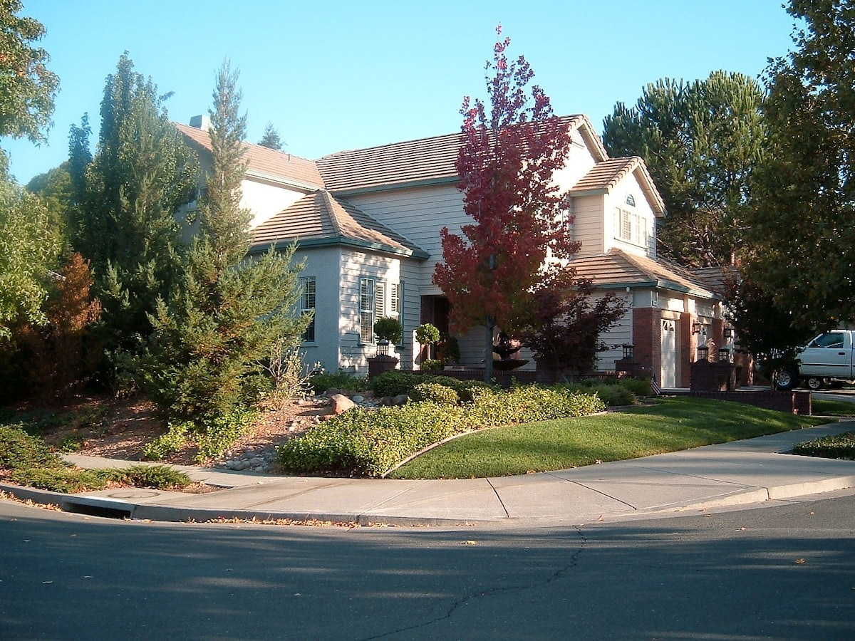 Resort-Like Home- Fairfield/Napa