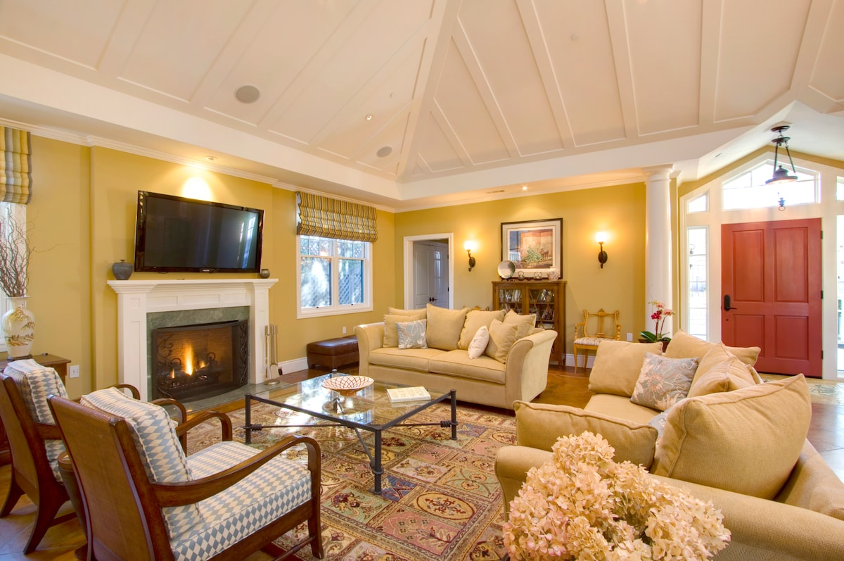The spacious and elegant living room sets the stage for your perfect visit to Sonoma's wine country