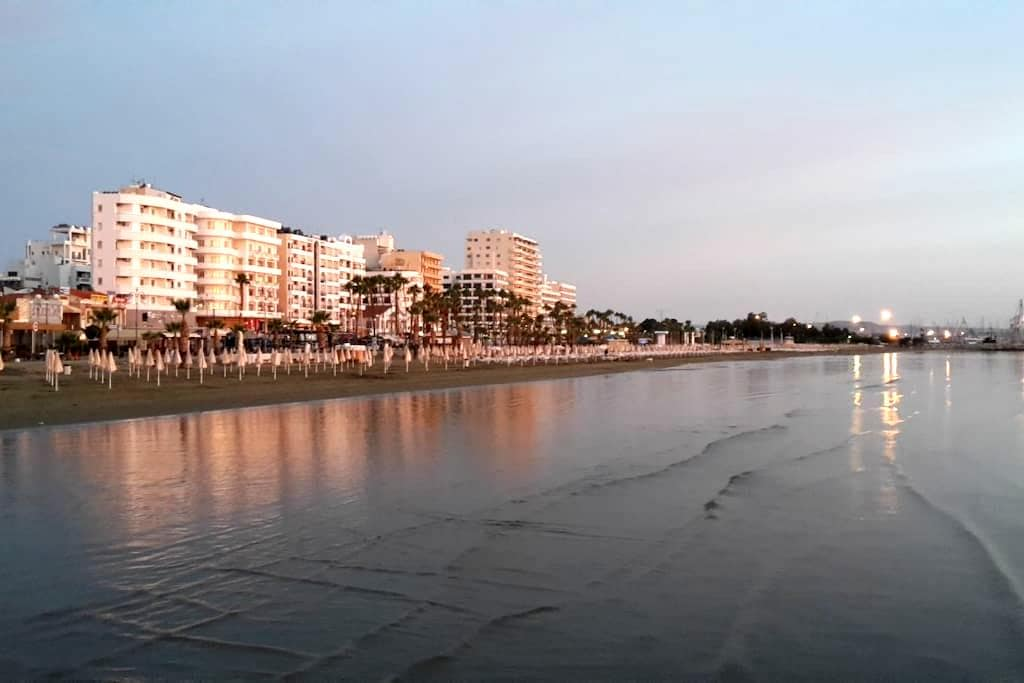 Entire Place. 10 minute walk to everything! - Larnaca - 公寓