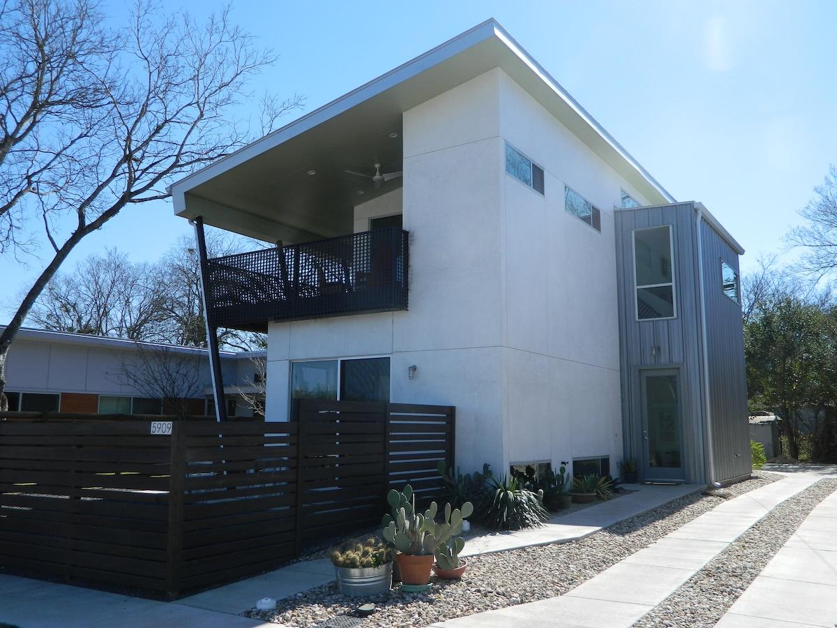 Bright & Modern Eastside Retreat