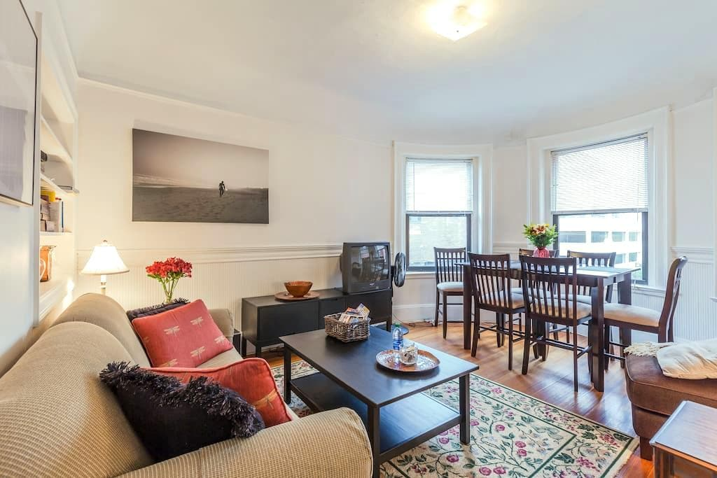 Charming near Harvard/MIT w/Parking - Cambridge