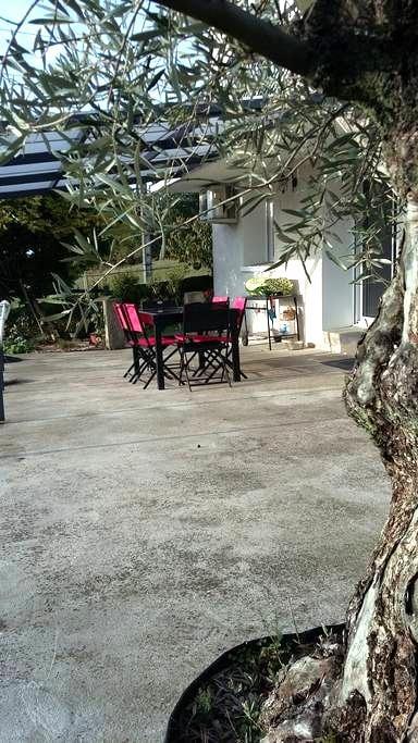 Suite parentale + séjour - Roumagne - Casa