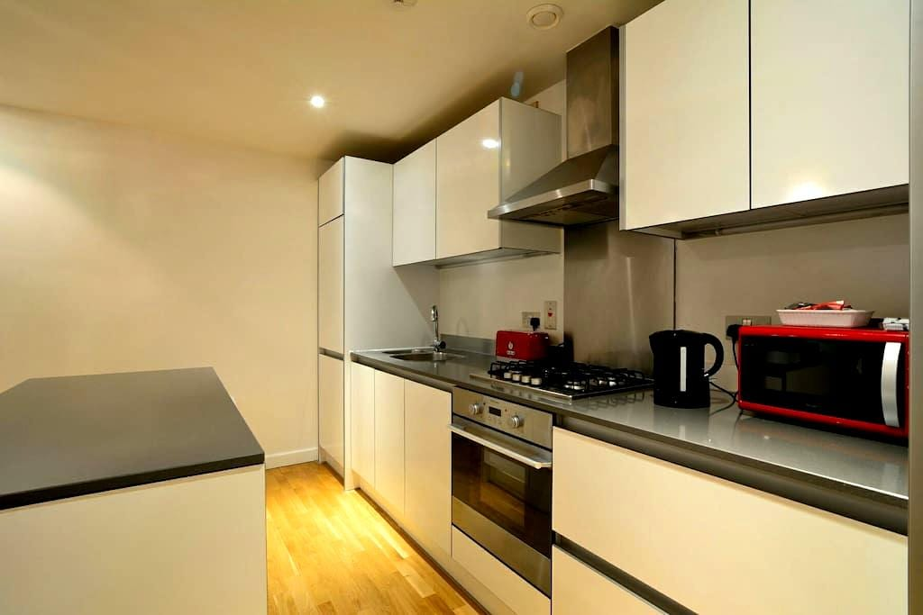 City Centre 2 bed Apartment  With Parking Balcony - Reading - Appartement