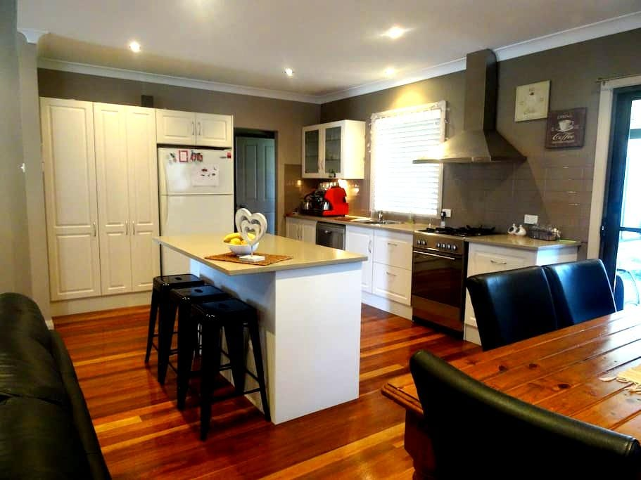 Large Renovated Family Home - Marks Point
