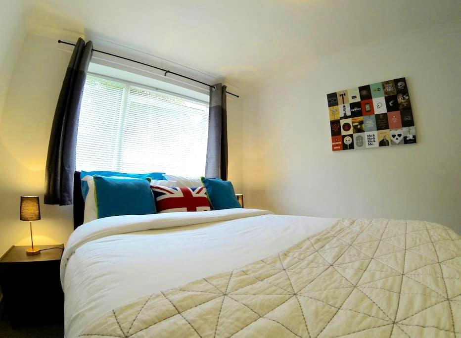 ***One Bedroom Apartment, sleeps 3*** - High Wycombe