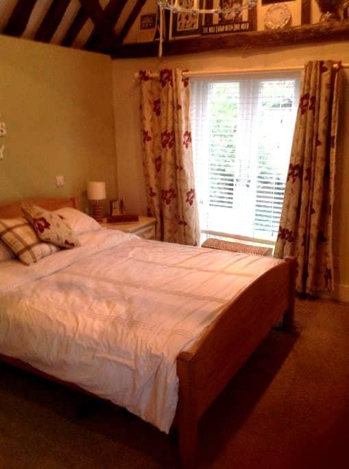Double bedroom with en-suite - Ware