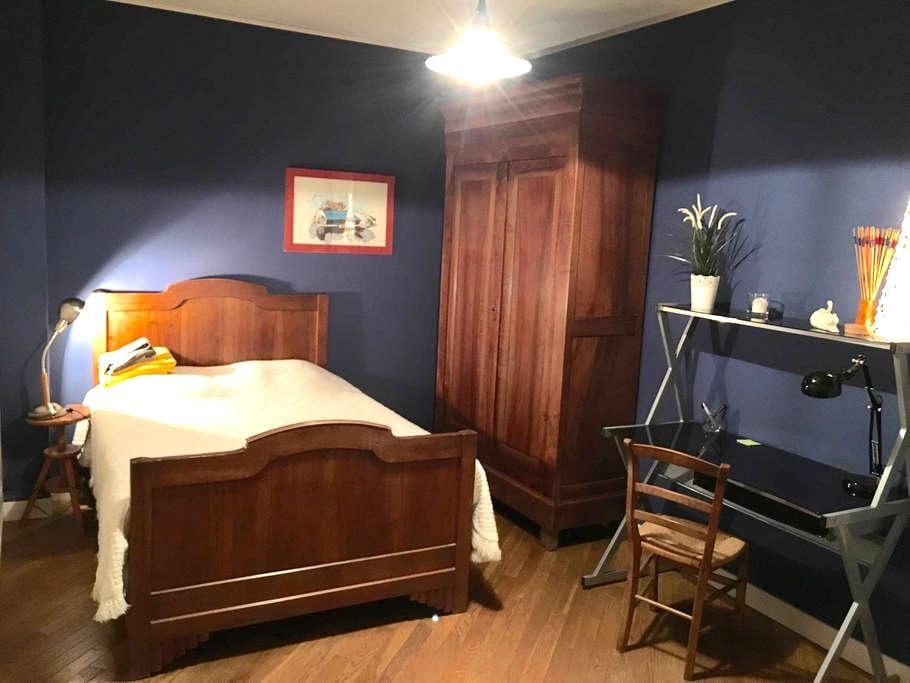 Chambre au calme avec entrée privée sur jardin, - Gentilly - Huis