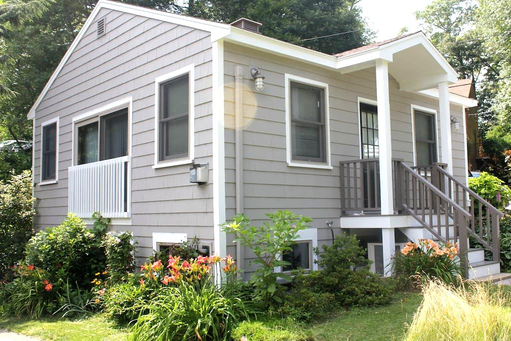 Lakefront New England Cottage in Hamilton, MA - Hamilton - Guesthouse
