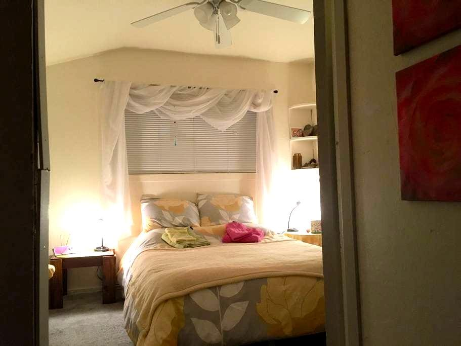 Cozy room, 2 blocks from down town - Mount Shasta - House