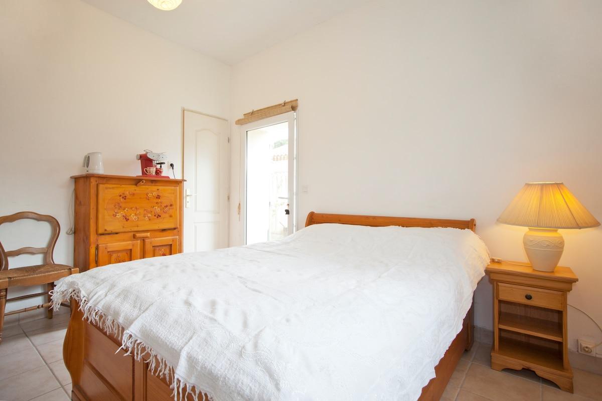Room in Alpilles (st rémy de pce)