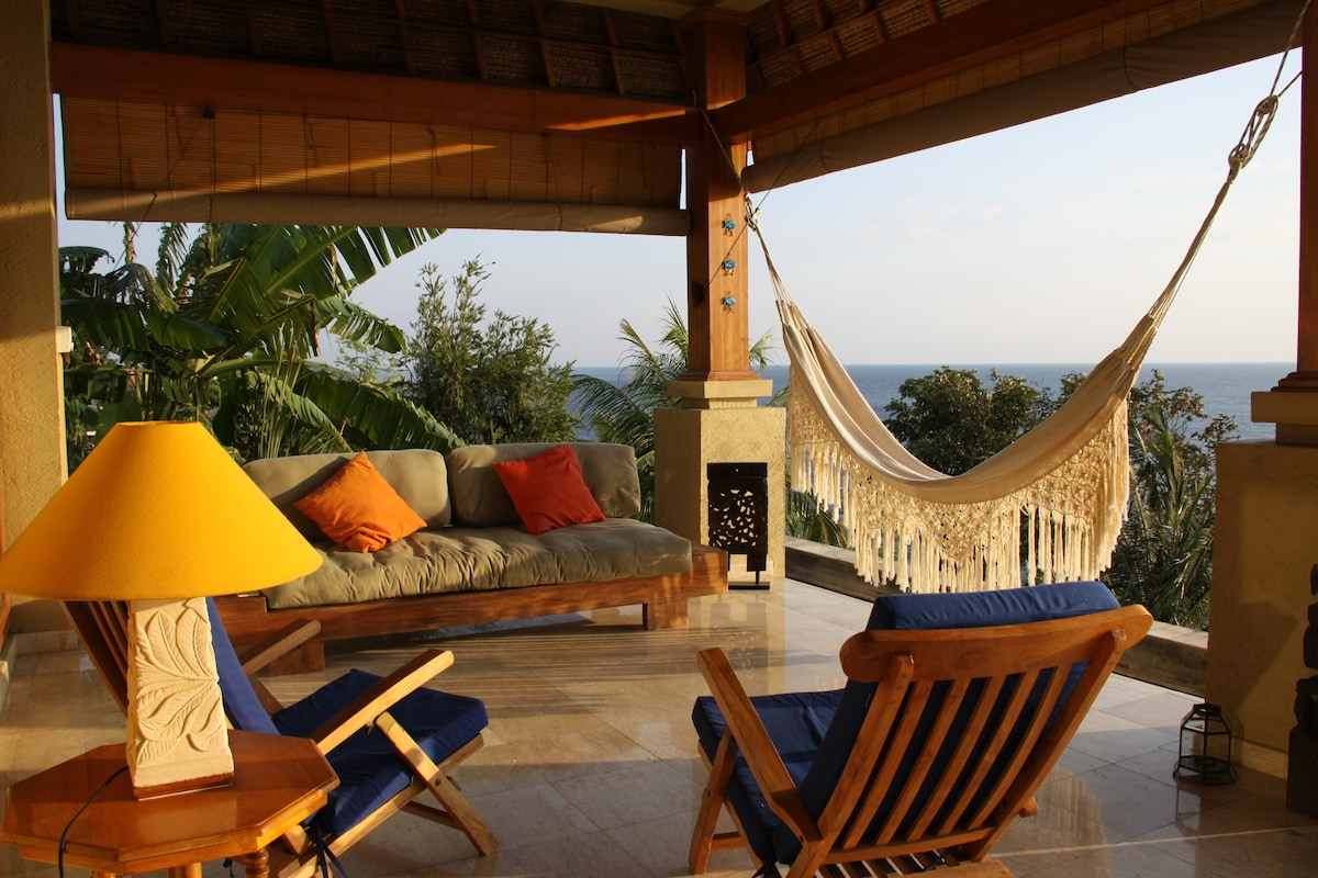 Relax on the terrace with an amazing 180 degree sea view!
