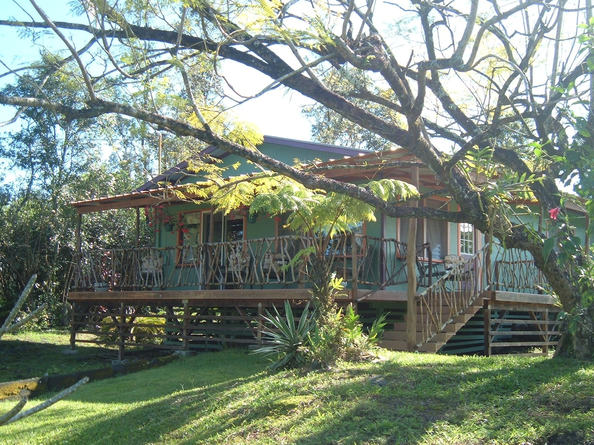 Charming Two Bedroom Ohana Cottage