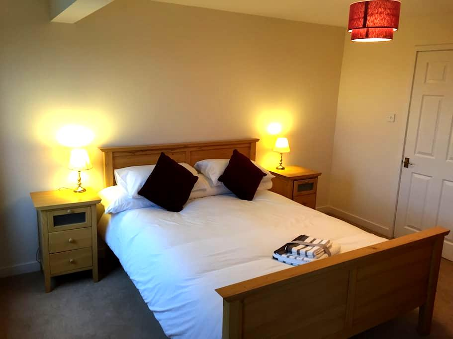 Spacious King with Ensuite - Derby