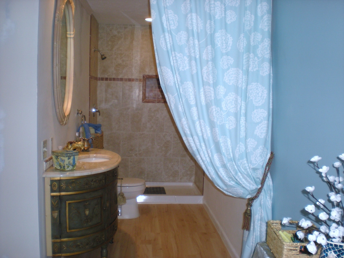 Your attached full master bedroom on-suite bathroom. Beautiful clean, fluffy towels await you.