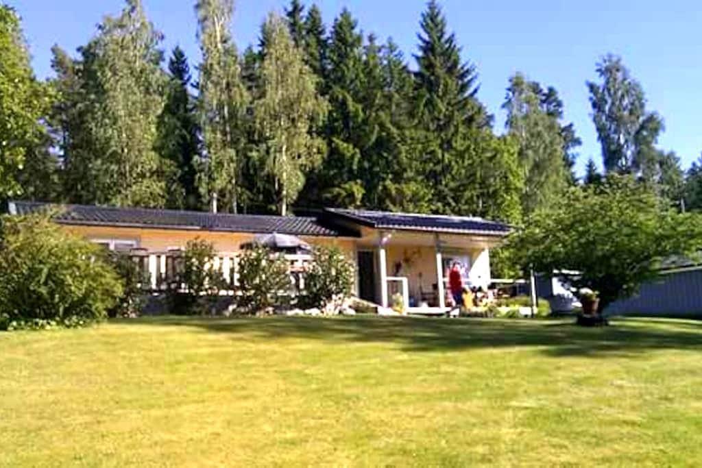 Cosy summerhouse by lake Viken with kayakboat. - Halna Töreboda - Rumah