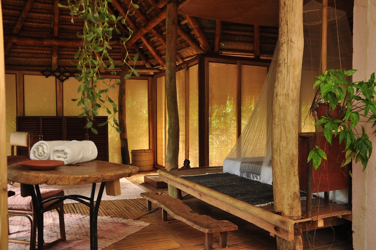 Spacious, yet cozy--total relaxation surrounded by the earth's elements.