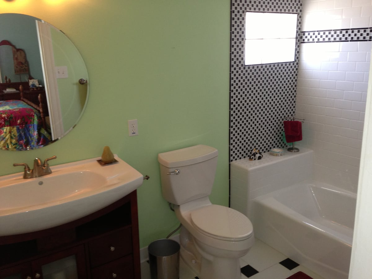The bathroom mixes contemporary fixtures with classic retro touches -- very snazzy!