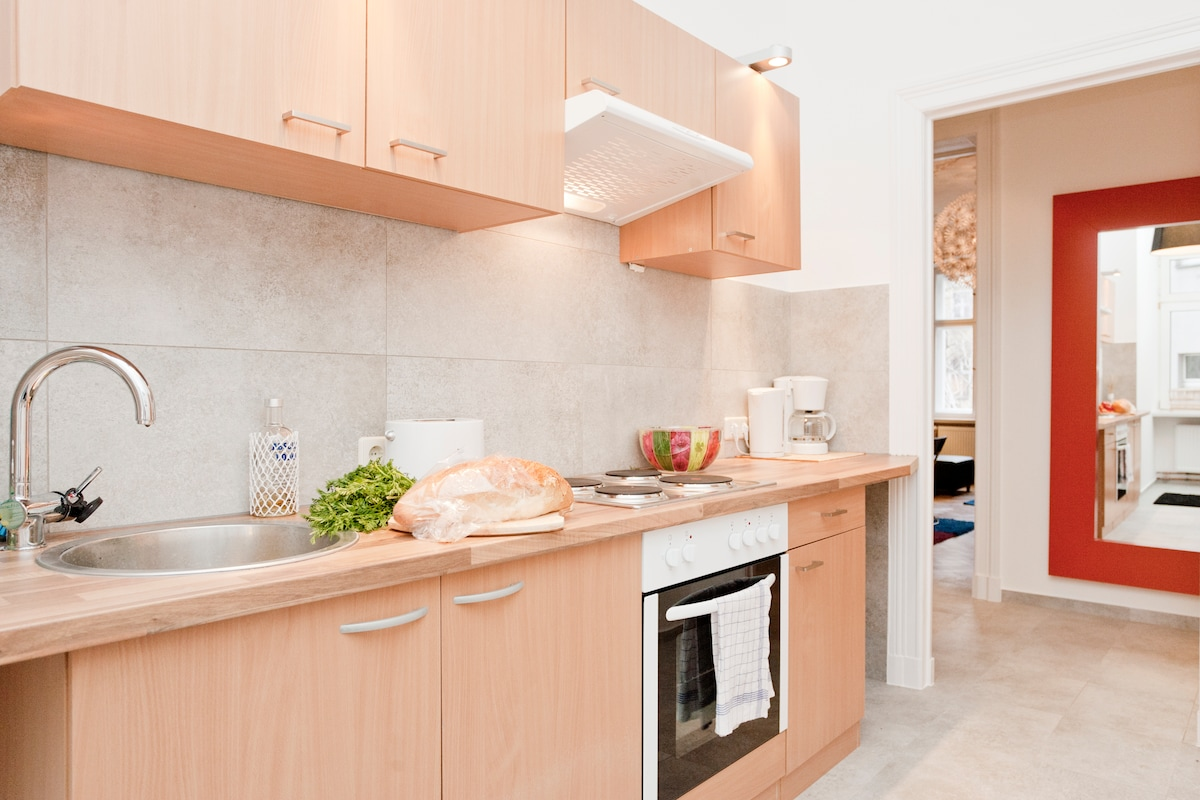 New kitchen, fully equipped to prepare meals