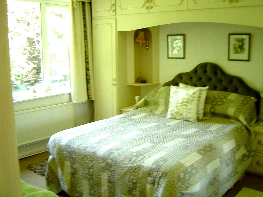 Bed & Breakfast - Room 3 - Stalybridge