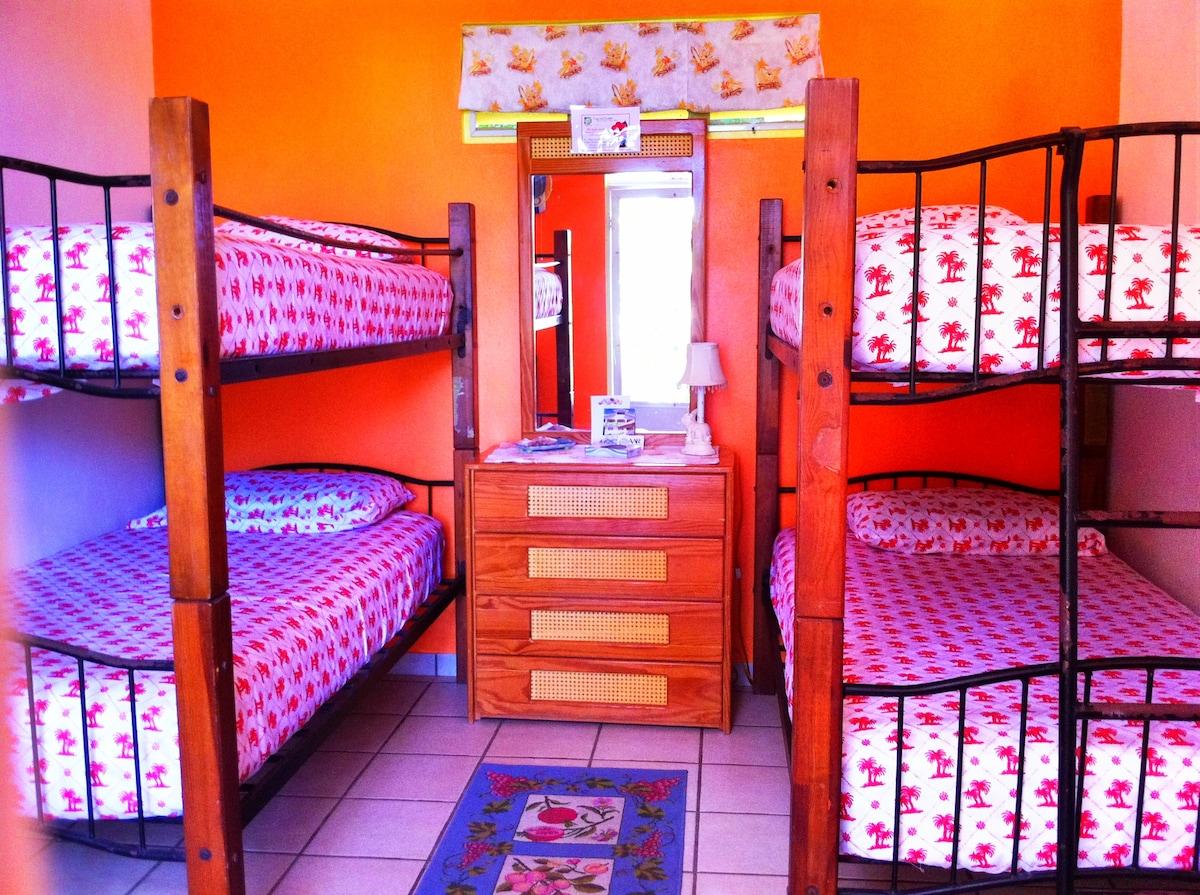Casa De Claire - The Bunk House interior