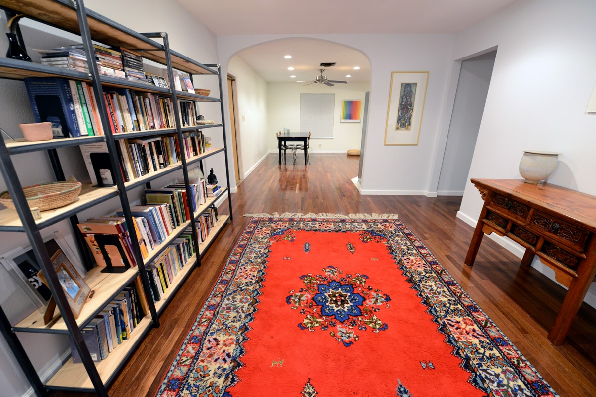 Entrance room and library/meditation room