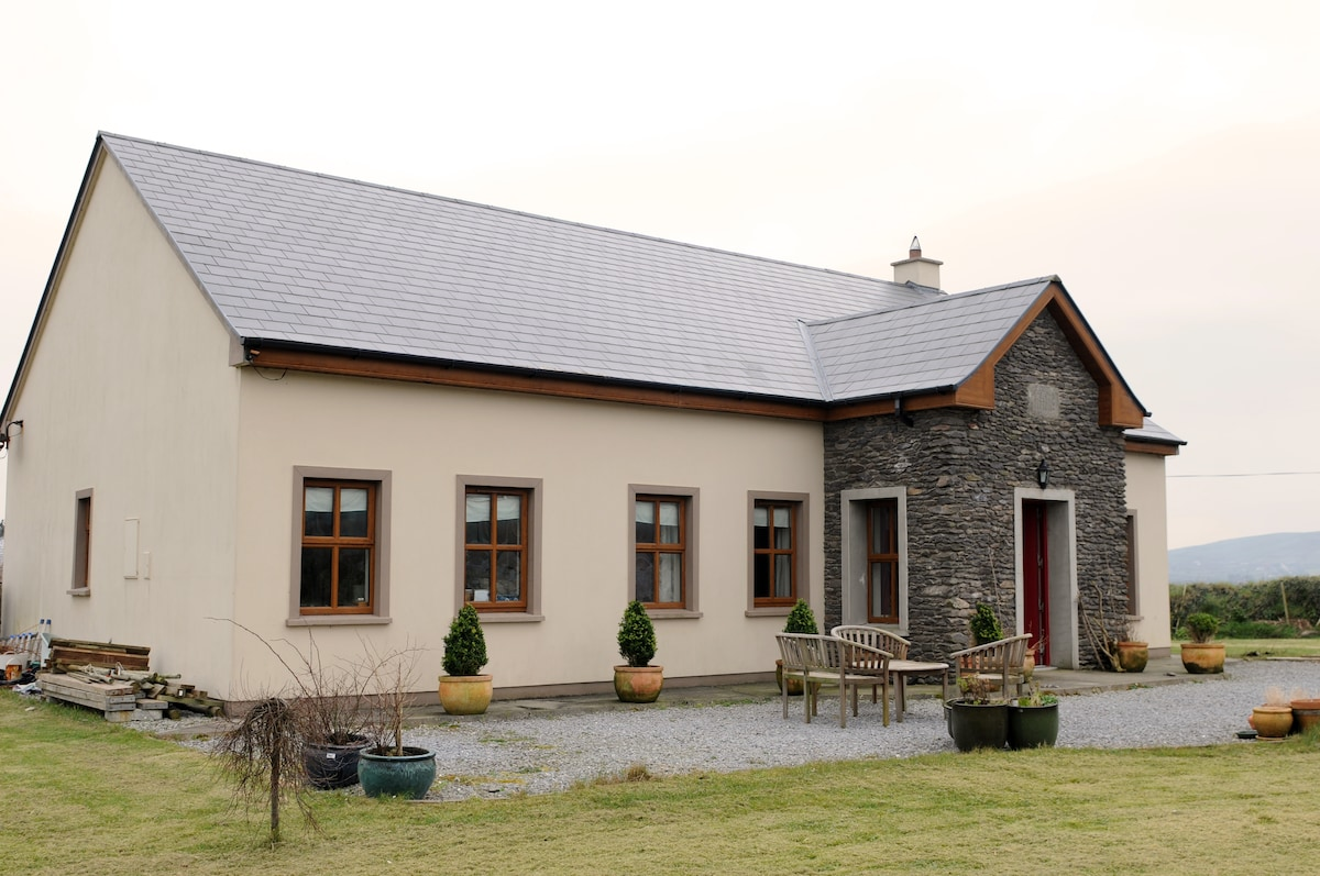 Dingle Peninsula , Country Home