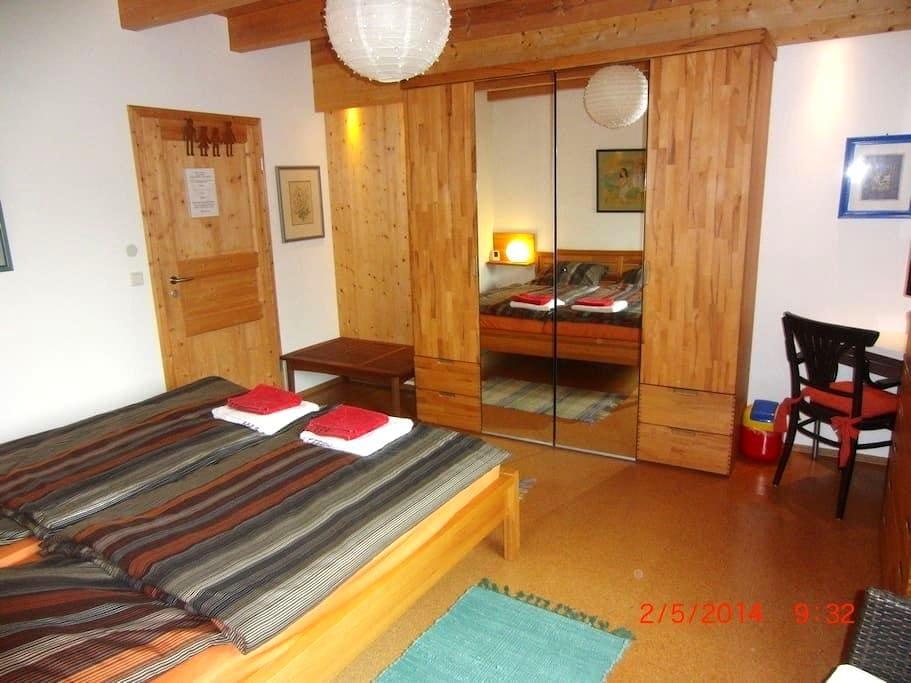 Doubble room in unique Solar-house - Heroldsberg - Casa