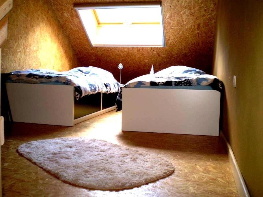 unieke studio in strobalen huis - Muno - Lägenhet