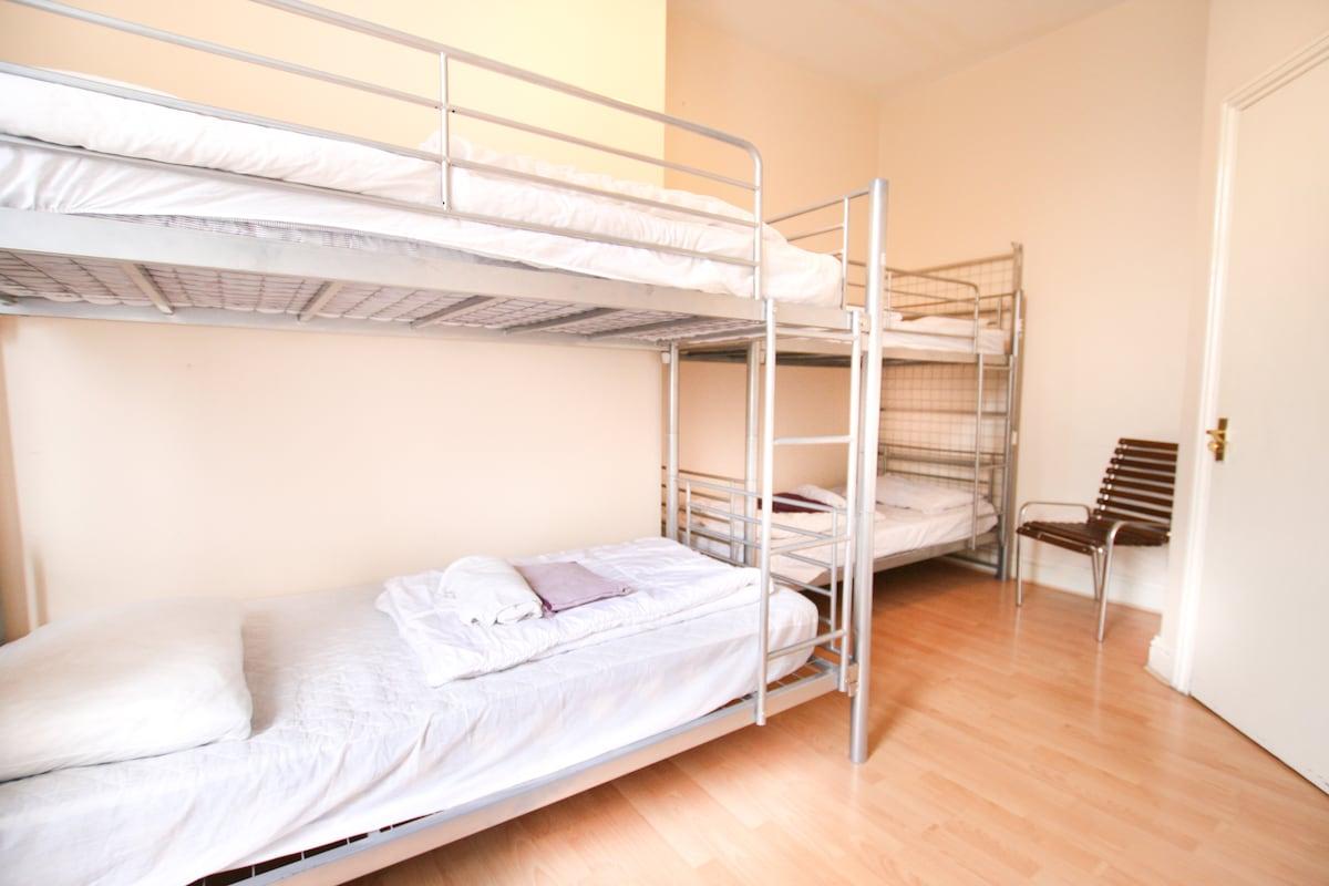 SHARED 4bed dorm WIFI+BREAKFAST+24H