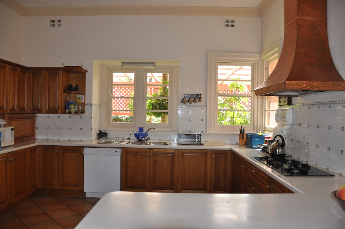 Full access to the modern kitchen and all appliances