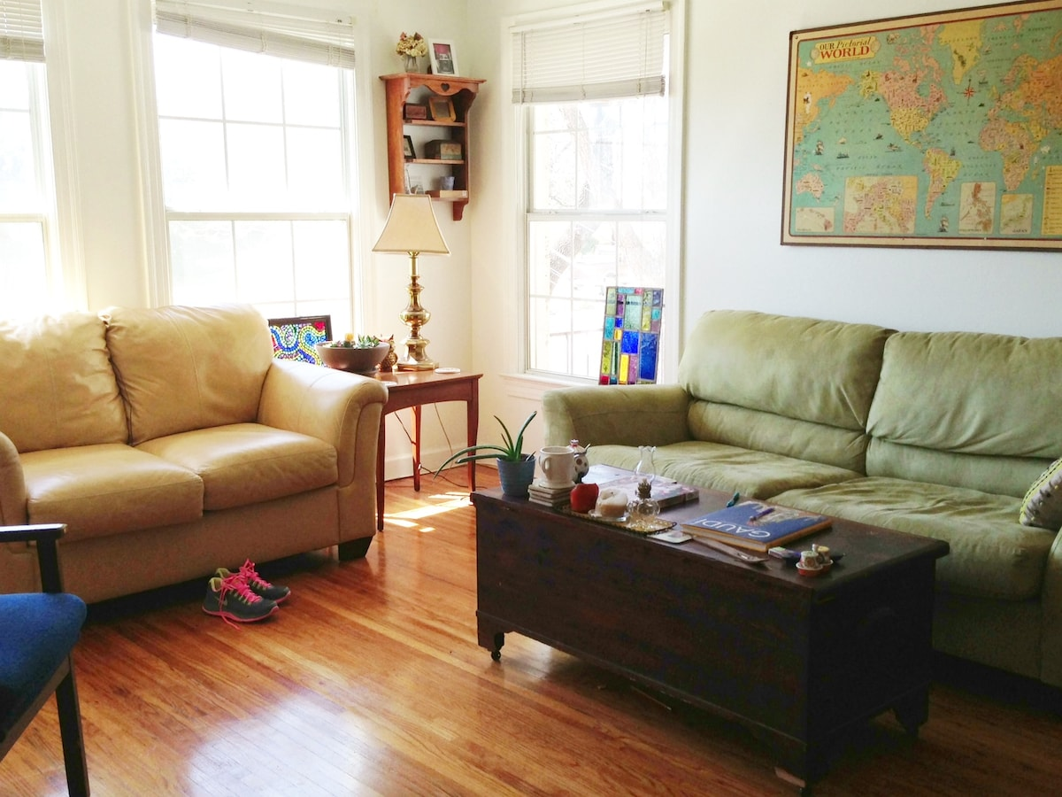 2 Bed. Apt, 2.5 mi. from downtown