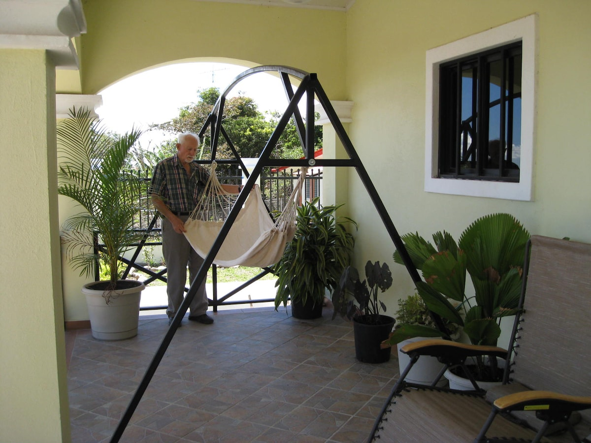 the hammock corner