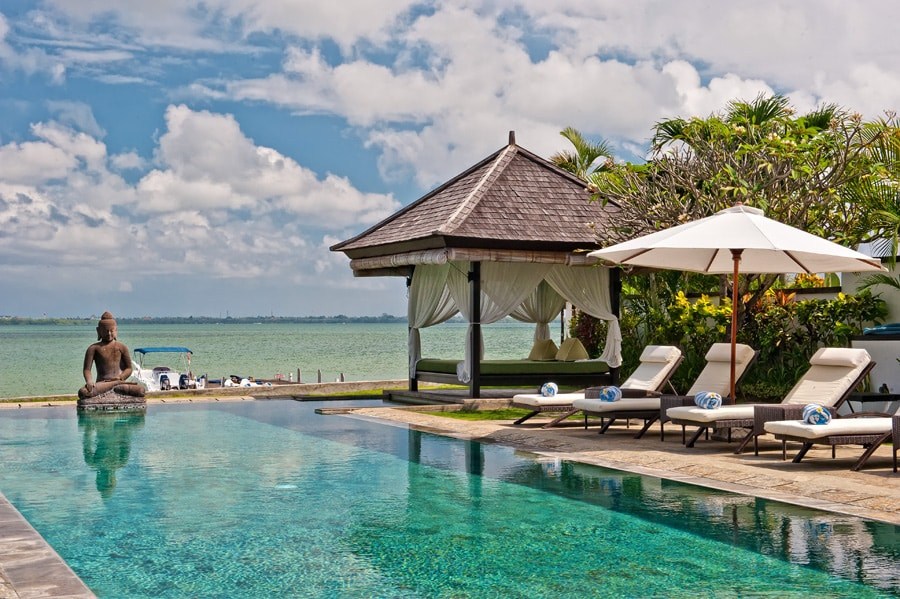 Private watefront swimming pool, speed boat, jetty and motor sports of the villa Selamanya