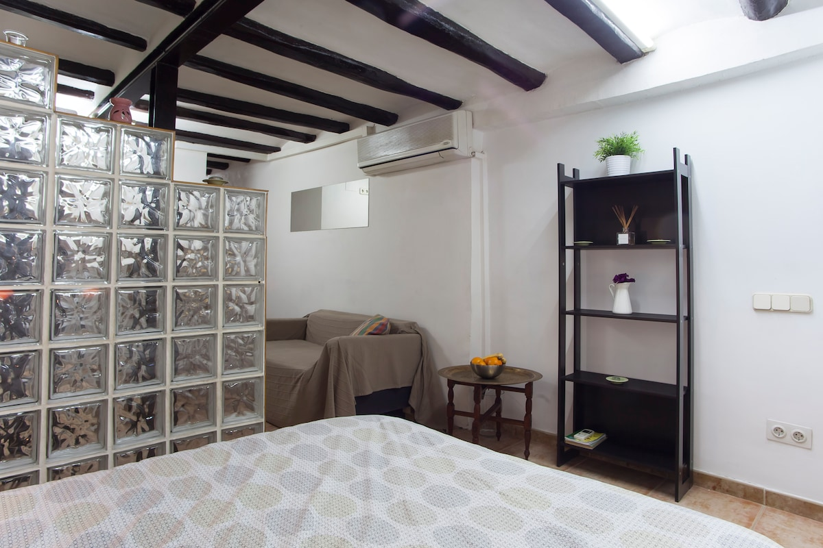 Fresh, clean, one piece apartment in the heart of the city center