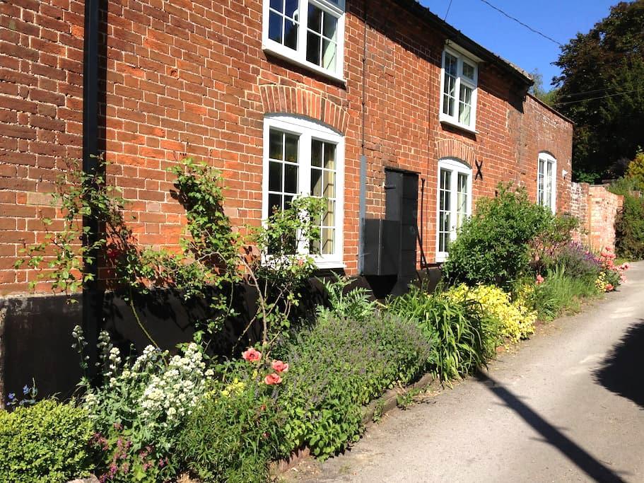 Mill Cottage Yoxford - SAXMUNDHAM - House