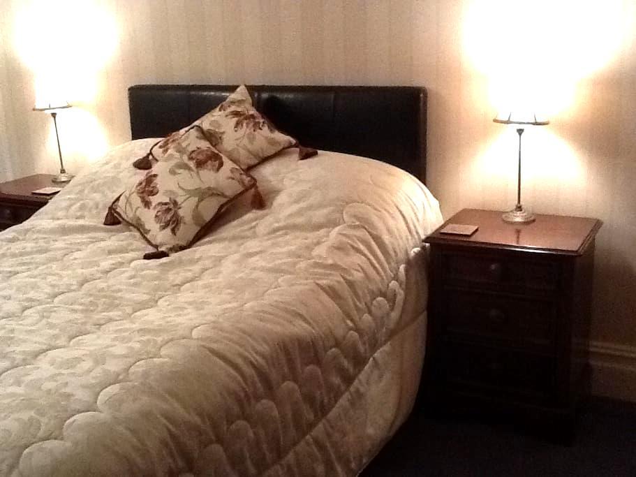 2) Whitchurch Cardiff Edwardian B&B - Cardiff - Bed & Breakfast