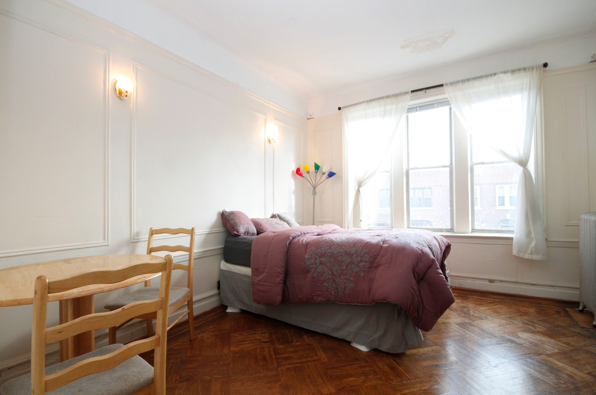 Large bedroom/Heart of Brooklyn