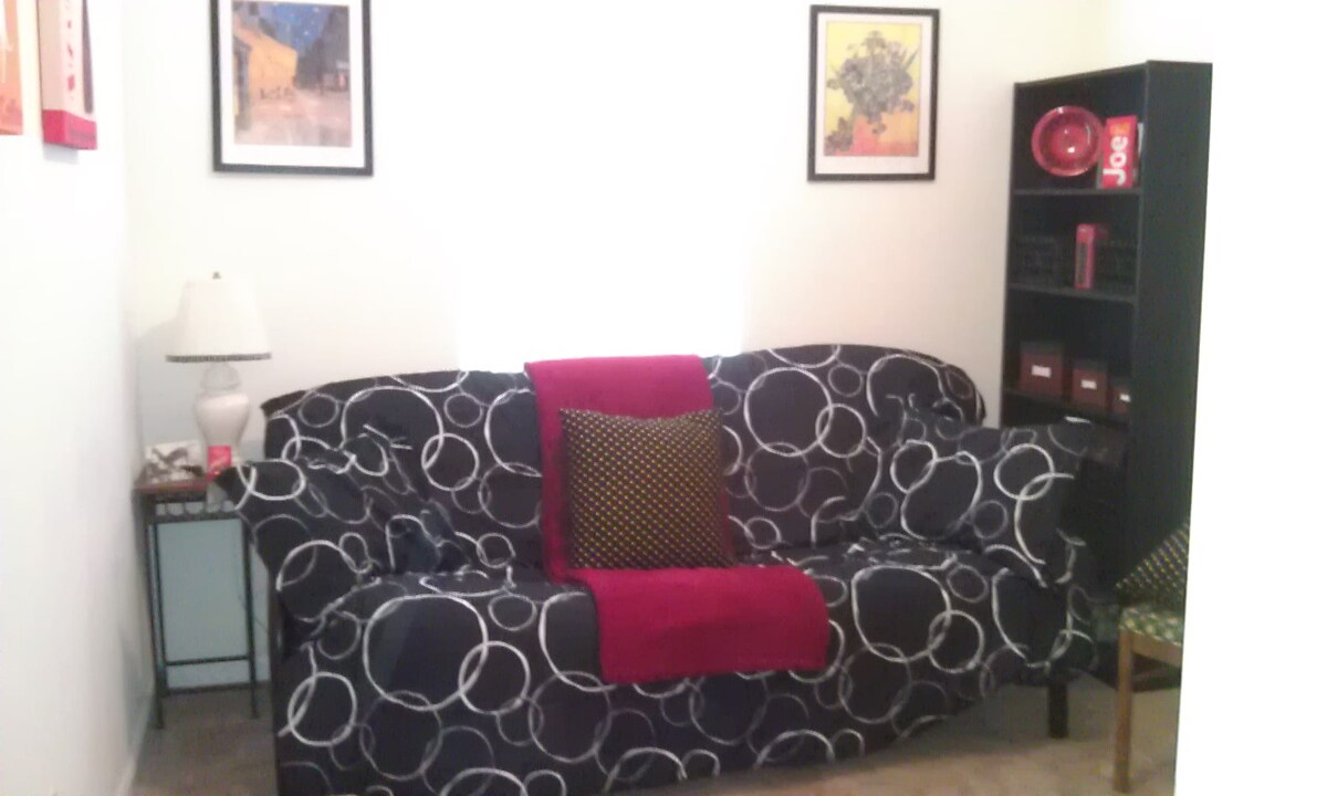 Guest Room, Full Sized Futon